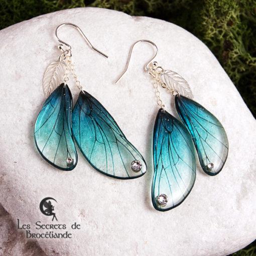 Boucles enchantées de couleur turquoise en résine, monture en argent 925. Fabrication artisanale.