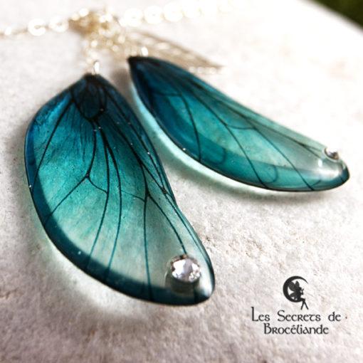 Bracelet enchanté de couleur turquoise en résine, monture en argent 925. Fabrication artisanale.