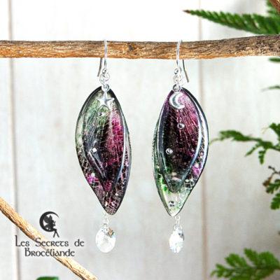Boucles de fée de couleur vert et rose en résine, monture en argent 925. Fabrication artisanale.