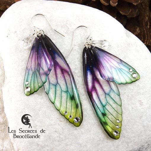 Boucles Brocéliande de couleur plumes de paon en résine, monture en argent 925. Fabrication artisanale.