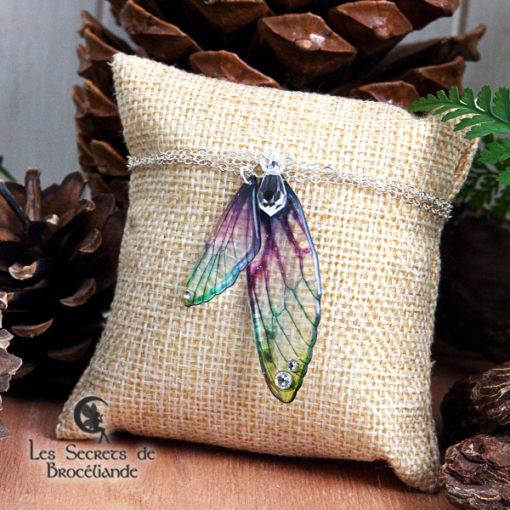 Bracelet Brocéliande de couleur plumes de paon en résine, monture en argent 925. Fabrication artisanale.