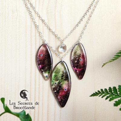 Collier de fée de couleur vert et rose en résine, monture en argent 925. Fabrication artisanale.