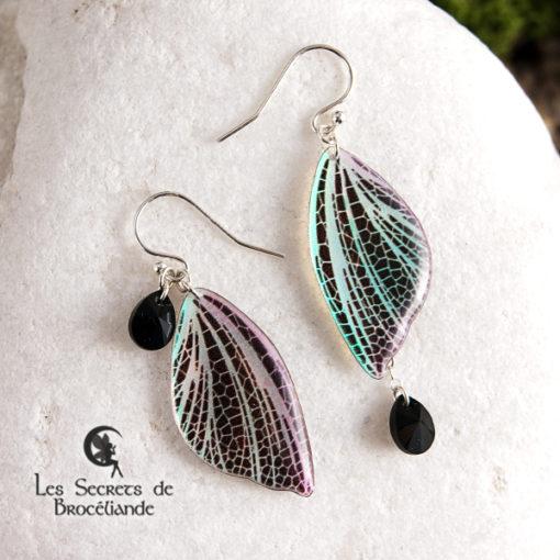 Boucles féeriques de couleur iridescente en résine, monture en argent 925. Fabrication artisanale.