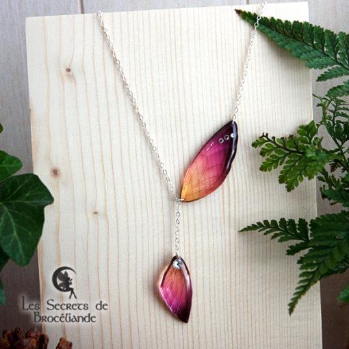 Collier ailes de fée de couleur prune et orange en résine, monture en argent 925. Fabrication artisanale.