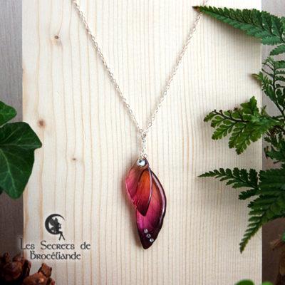 Ras de cou ailes de fée de couleur prune et orange en résine, monture en argent 925. Fabrication artisanale.