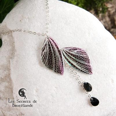 Collier ras-de-cou féerique de couleur iridescente en résine, monture en argent 925. Fabrication artisanale.