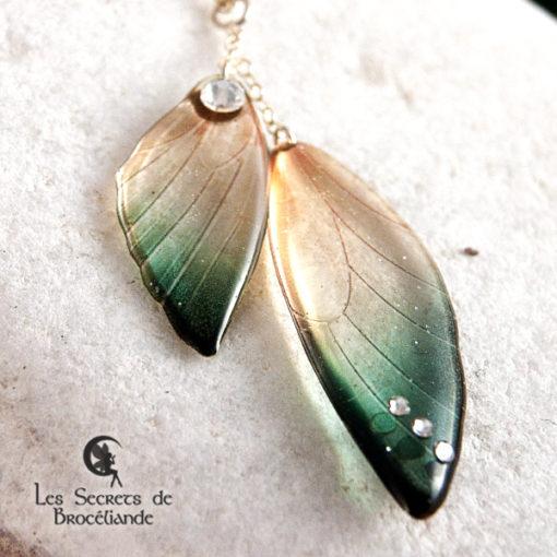 Ras de cou ailes de fée de couleur vert et or en résine, monture en argent 925. Fabrication artisanale.