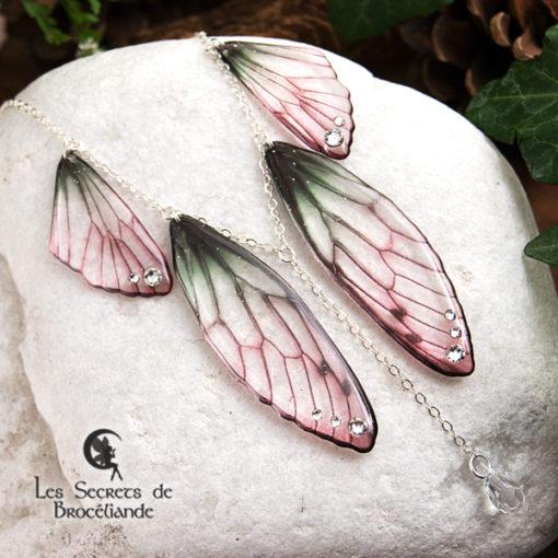 Collier plastron Brocéliande de couleur Rose et vert en résine, monture en argent 925. Fabrication artisanale.