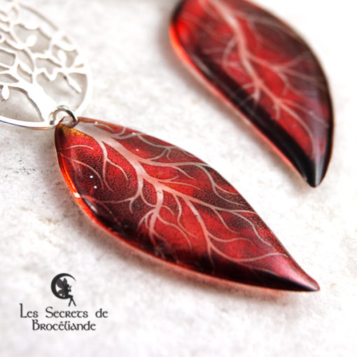 Boucles Arbre de vie de couleur rouge en résine, monture en argent 925. Fabrication artisanale.