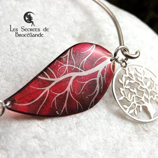 Bracelet Arbre de vie de couleur rouge en résine, monture en argent 925. Fabrication artisanale.