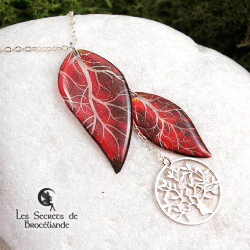 Collier ras de cou Arbre de vie de couleur rouge en résine, monture en argent 925. Fabrication artisanale.