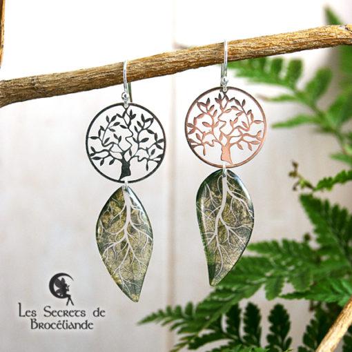 Boucles Arbre de vie de couleur verte en résine, monture en argent 925. Fabrication artisanale.