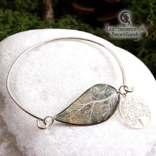 Bracelet Arbre de vie de couleur verte en résine, monture en argent 925. Fabrication artisanale.