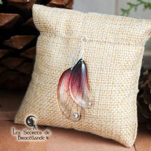 Bracelet enchanté de couleur rouge en résine, monture en argent 925. Fabrication artisanale.