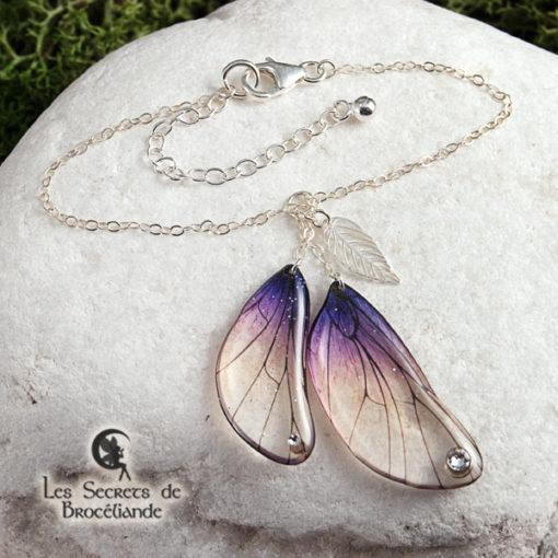 Bracelet enchanté de couleur violine en résine, monture en argent 925. Fabrication artisanale.