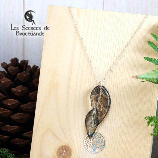 Collier ras de cou Arbre de vie de couleur verte en résine, monture en argent 925. Fabrication artisanale.