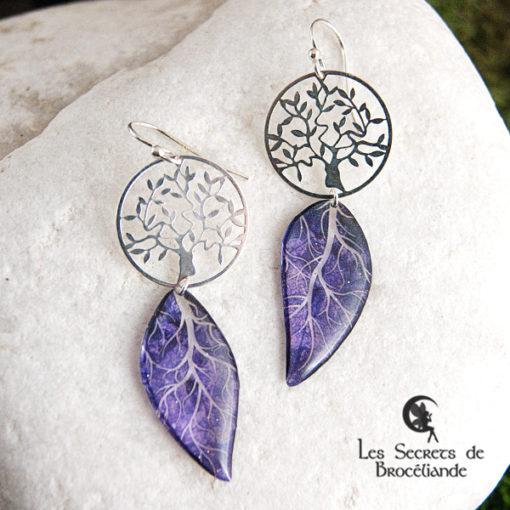 Boucles Arbre de vie de couleur violette en résine, monture en argent 925. Fabrication artisanale.