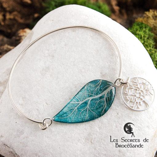 Bracelet Arbre de vie de couleur turquoise en résine, monture en argent 925. Fabrication artisanale.