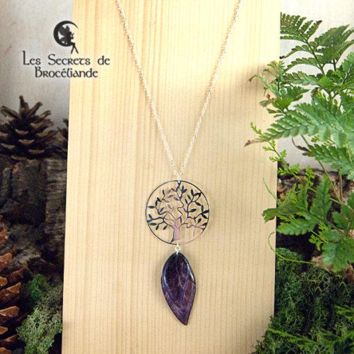 Collier sautoir Arbre de vie de couleur violette en résine, monture en argent 925. Fabrication artisanale.