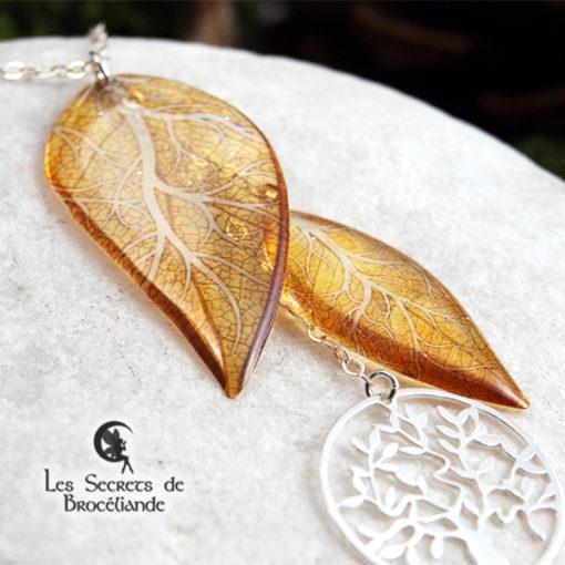 Collier ras-de-cou Arbre de vie de couleur jaune en résine, monture en argent 925. Fabrication artisanale.