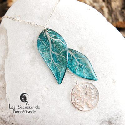 Collier ras-de-cou Arbre de vie de couleur turquoise en résine, monture en argent 925. Fabrication artisanale.
