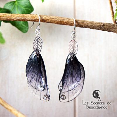 Boucles enchantées de couleur noire en résine, monture en argent 925. Fabrication artisanale.