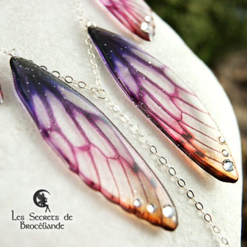 Collier plastron Brocéliande aux couleurs du crépuscule en résine, monture en argent 925. Fabrication artisanale.