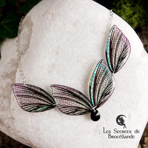 Collier féerique de couleur iridescente en résine, monture en argent 925. Fabrication artisanale.