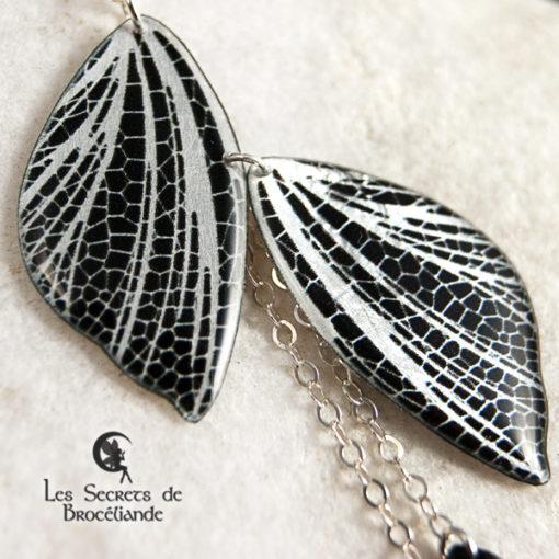 Collier ras-de-cou féerique de couleur miroir en résine, monture en argent 925. Fabrication artisanale.