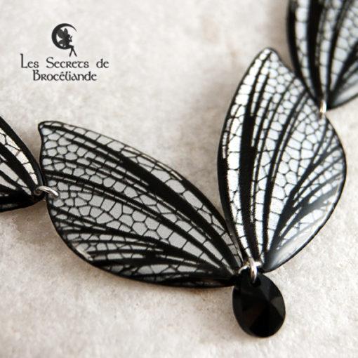 Collier féerique de couleur miroir en résine, monture en argent 925. Fabrication artisanale.