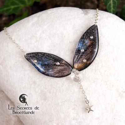 Ras de cou de fée de couleur noire et bleu en résine, monture en argent 925. Fabrication artisanale.