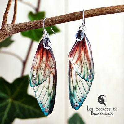 Boucles Brocéliande de couleur plumes de perroquet en résine, monture en argent 925. Fabrication artisanale.
