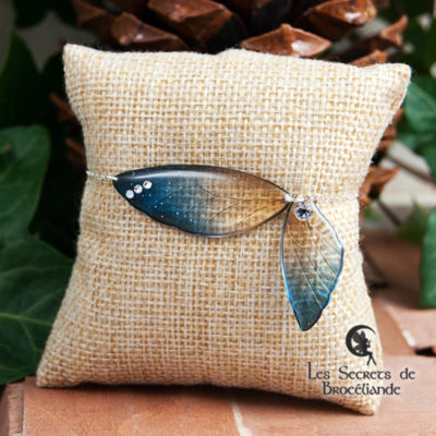 Bracelet ailes de fée de couleur bleu et or en résine, monture en argent 925. Fabrication artisanale.