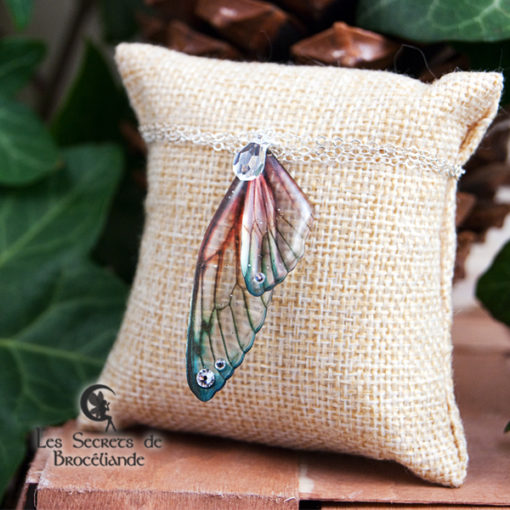 Bracelet Brocéliande de couleur plumes de perroquet en résine, monture en argent 925. Fabrication artisanale.