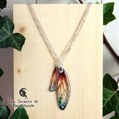 Collier 3 rangs Brocéliande de couleur plumes de perroquet en résine, monture en argent 925. Fabrication artisanale.