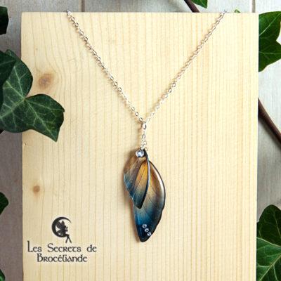 Ras de cou ailes de fée de couleur bleu et or en résine, monture en argent 925. Fabrication artisanale.