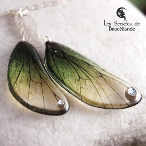 Bracelet enchanté de couleur verte en résine, monture en argent 925. Fabrication artisanale.