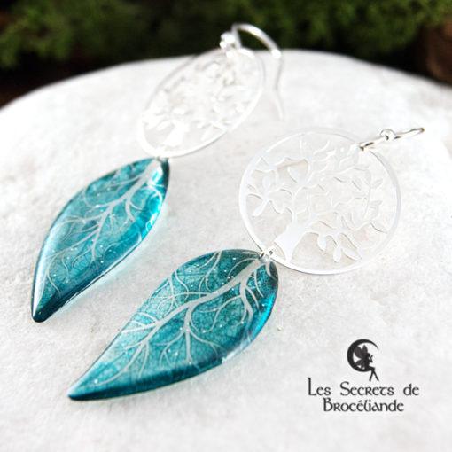 Boucles Arbre de vie de couleur turquoise en résine, monture en argent 925. Fabrication artisanale.
