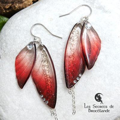 Boucles ailes de fée de couleur rouge en résine, monture en argent 925. Fabrication artisanale.