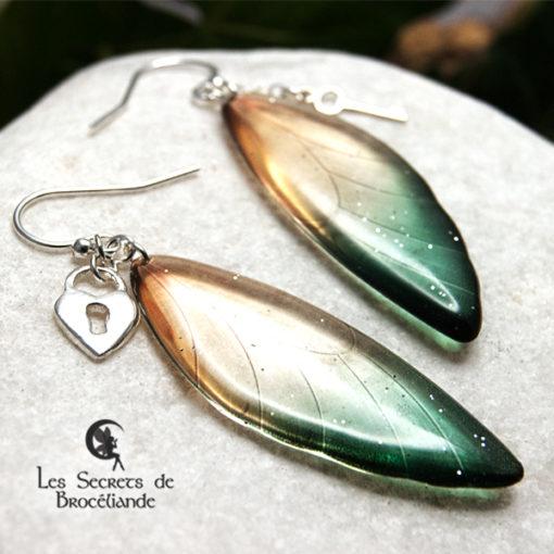 Boucles ailes de fée breloques de couleur vert et or en résine, monture en argent 925. Fabrication artisanale.