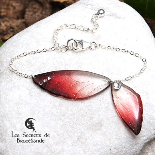 Bracelet ailes de fée de couleur rouge en résine, monture en argent 925. Fabrication artisanale.