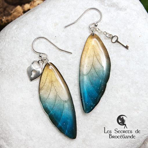 Boucles ailes de fée breloques de couleur bleu et or en résine, monture en argent 925. Fabrication artisanale.