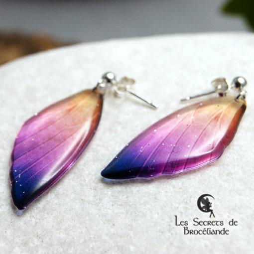 Boucles ailes de fée clous de couleur violet et orangé en résine, monture en argent 925. Fabrication artisanale.