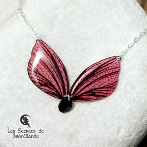 Collier féerique phosphorescent rose en résine, monture en argent 925. Fabrication artisanale.