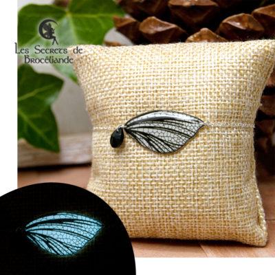 Bracelet féerique phosphorescent blanc en résine, monture en argent 925. Fabrication artisanale.