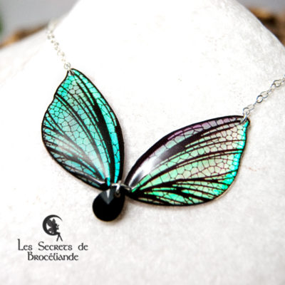 Collier féerique iridescent en résine, monture en argent 925. Fabrication artisanale.