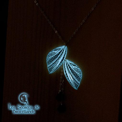 Collier ras-de-cou féerique phosphorescent blanc en résine, monture en argent 925. Fabrication artisanale.